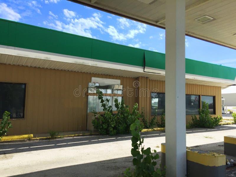 Κλειστό βενζινάδικο 04 πράσινων άσπρο και μαυρίσματος στοκ εικόνες με δικαίωμα ελεύθερης χρήσης