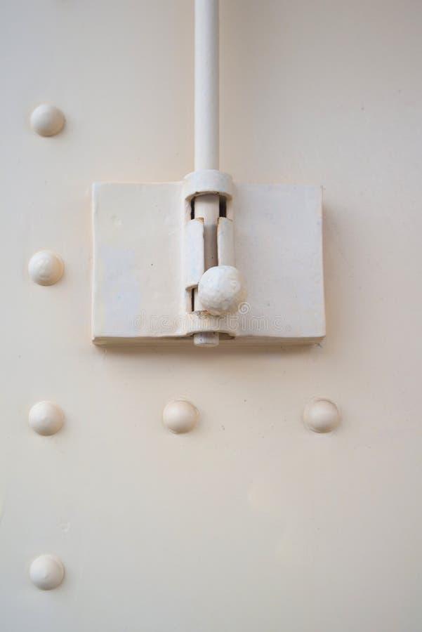 Κλειστό επάνω μπουλόνι της πόρτας χάλυβα στοκ εικόνα