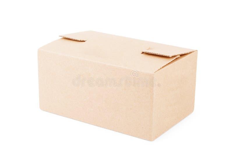 Κλειστό κουτί από χαρτόνι σε ένα άσπρο υπόβαθρο στοκ φωτογραφία με δικαίωμα ελεύθερης χρήσης