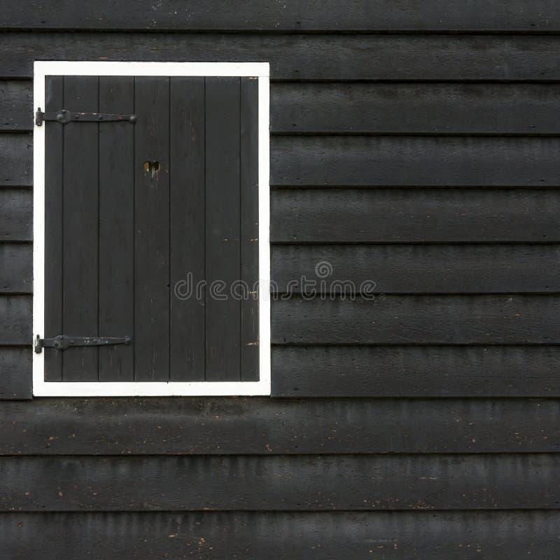 Κλειστό ξύλινο μαύρο παράθυρο, Άμστερνταμ, οι Κάτω Χώρες στοκ φωτογραφίες με δικαίωμα ελεύθερης χρήσης