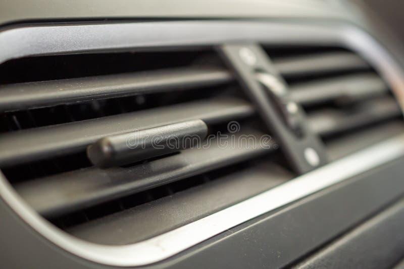 Κλιματιστικό μηχάνημα στη σύγχρονη συμπαγή κινηματογράφηση σε πρώτο πλάνο αυτοκινήτων στοκ φωτογραφίες με δικαίωμα ελεύθερης χρήσης