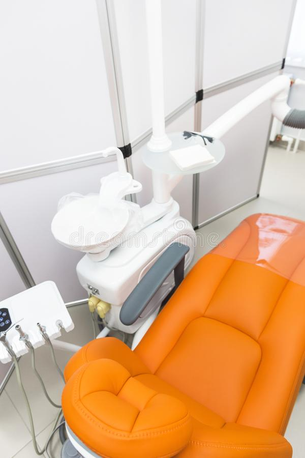 κλινική οδοντική Υποδοχή, εξέταση του ασθενή Προσοχή δοντιών Σύγχρονο εσωτερικό της οδοντικής κλινικής στοκ φωτογραφίες