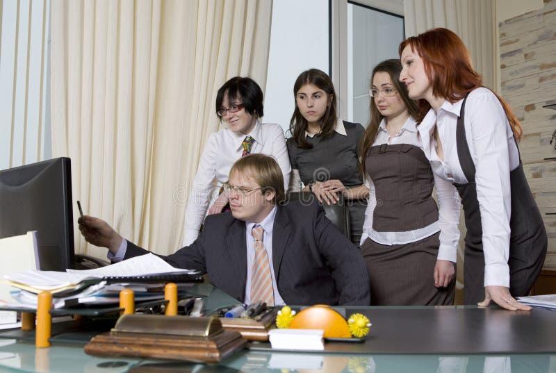 Download Κοίταγμα πέντε Businesspeople Στοκ Εικόνα - εικόνα από συνάδελφοι, προϊσταμένων: 13179251