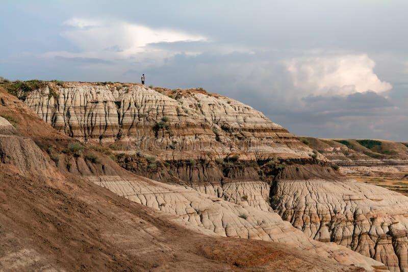 Κοίταγμα πέρα από τους απότομους βράχους Hoodoo στοκ φωτογραφία