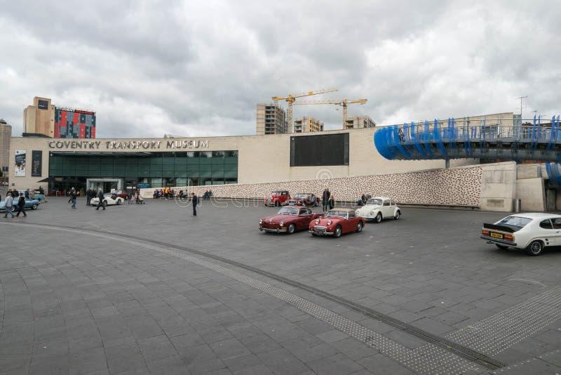 ΚΟΒΕΝΤΡΥ, ΗΝΩΜΕΝΟ ΒΑΣΊΛΕΙΟ - 13 Οκτωβρίου 2017 - άποψη μουσείο μεταφορών στη θέση χιλιετίας, Κόβεντρυ, Δυτικές Μεσαγγλίες στοκ εικόνες