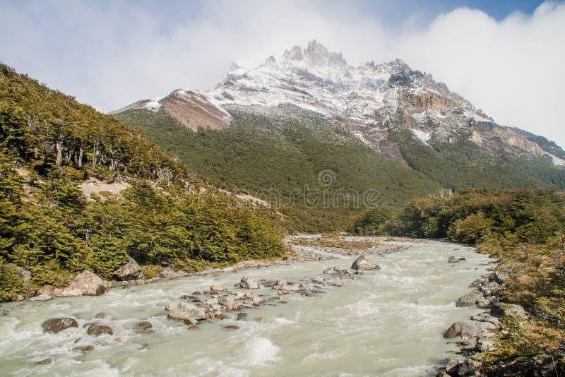 Κοιλάδα του ποταμού του Ρίο Fitz Roy στο εθνικό πάρκο Los Glaciares, Παταγωνία, Argenti στοκ εικόνα