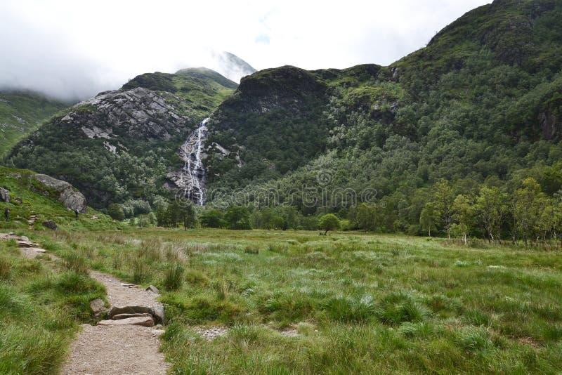 Κοιλάδα του Glen Nevis με τον καταρράκτη Steall, δευτερόλεπτο υψηλός στη Σκωτία, οχυρό William, Lochaber, Χάιλαντς, Ηνωμένο Βασίλ στοκ εικόνα με δικαίωμα ελεύθερης χρήσης