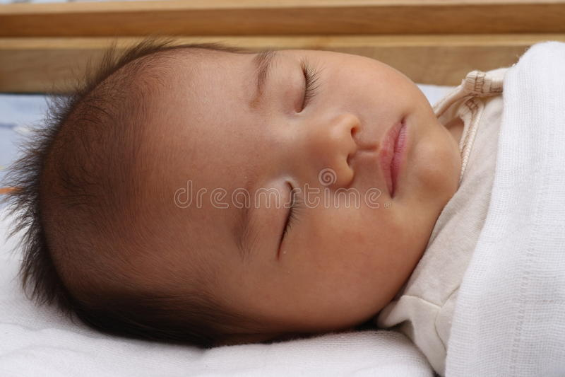 κοιμισμένο μωρό Ασιάτης στοκ εικόνα με δικαίωμα ελεύθερης χρήσης