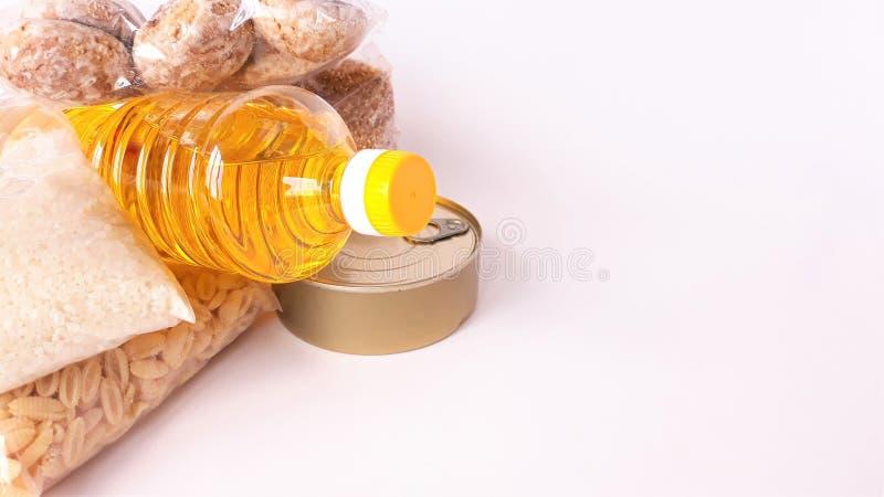 Κοινή χρήση της έννοιας της διατροφής Παράδοση προϊόντων κουτί δωρεάς Εθελοντής συλλογή τροφίμων Πανδημία του Coronavirus κοντινή στοκ φωτογραφίες