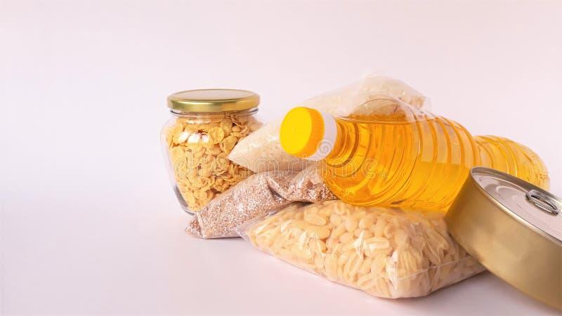 Κοινή χρήση της έννοιας της διατροφής Παράδοση προϊόντων κουτί δωρεάς Εθελοντής συλλογή τροφίμων Πανδημία του Coronavirus κοντινή στοκ εικόνα με δικαίωμα ελεύθερης χρήσης