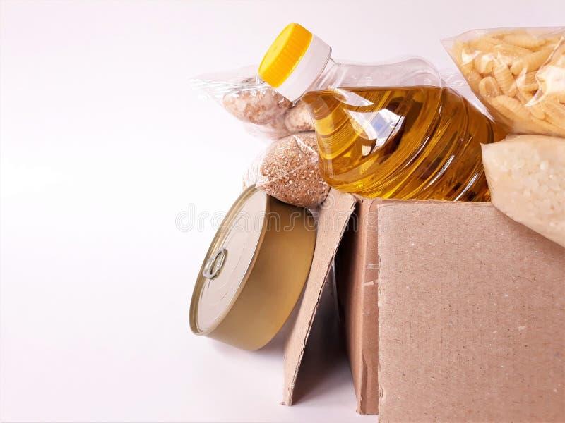Κοινή χρήση της έννοιας της διατροφής Παράδοση προϊόντων κουτί δωρεάς Εθελοντής συλλογή τροφίμων Πανδημία του Coronavirus κοντινή στοκ εικόνα