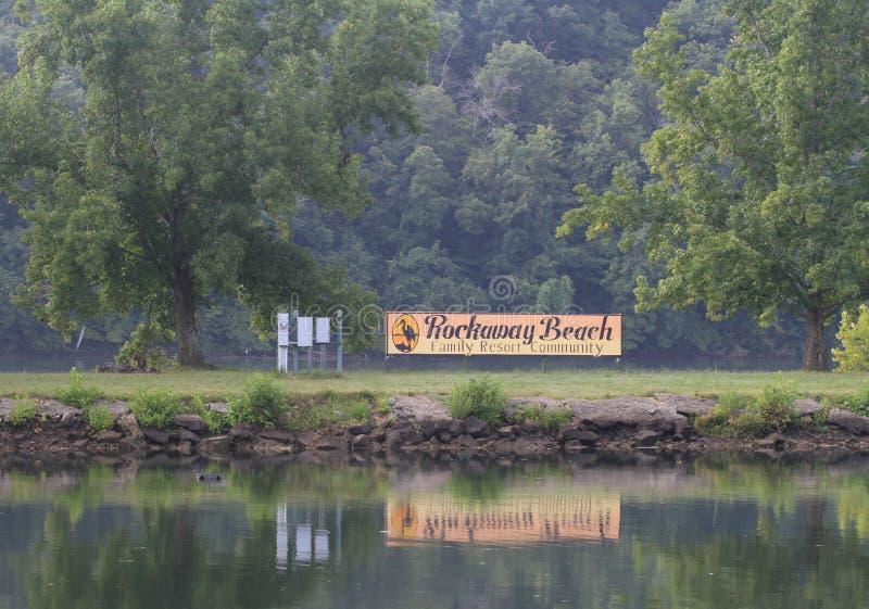 Κοινοτικό σημάδι οικογενειακού θερέτρου παραλιών Rockaway στοκ εικόνες