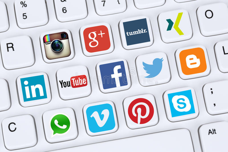 Κοινωνικά εικονίδια μέσων όπως Facebook, YouTube, πειραχτήρι, Xing, Whatsa στοκ εικόνα