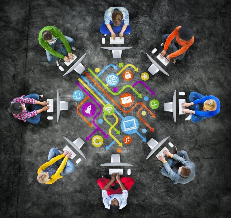 Κοινωνικές έννοιες δικτύων δικτύωσης και υπολογιστών ανθρώπων απεικόνιση αποθεμάτων