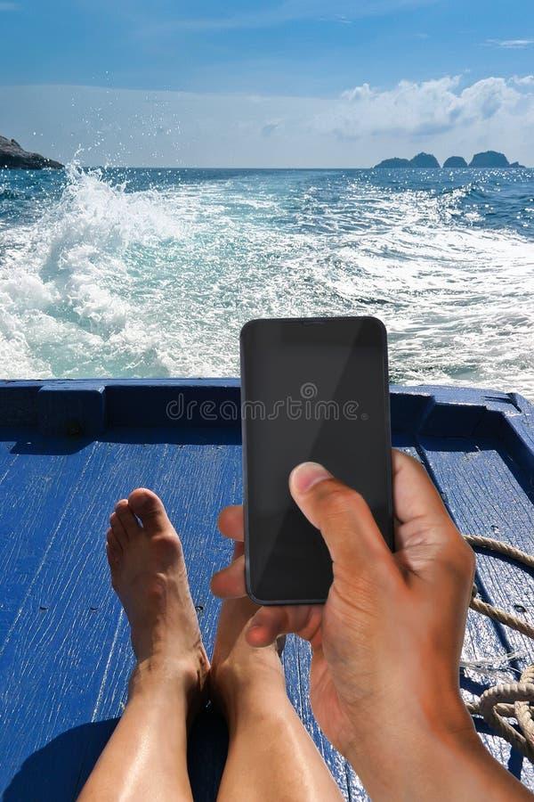 Κοινωνική δικτύωση στις διακοπές στοκ φωτογραφία με δικαίωμα ελεύθερης χρήσης