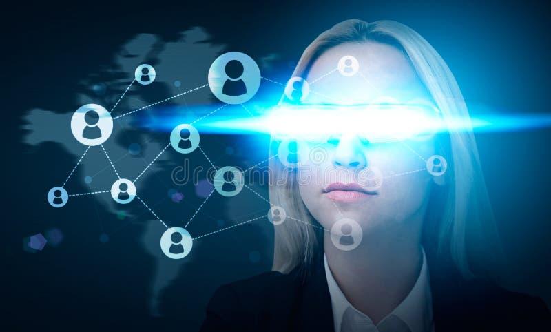 Κοινωνικό δίκτυο με το έξυπνο γυαλί ελεύθερη απεικόνιση δικαιώματος