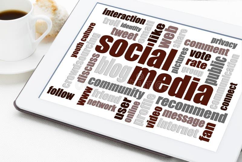 Κοινωνικό σύννεφο λέξης μέσων στην ψηφιακή ταμπλέτα στοκ φωτογραφίες