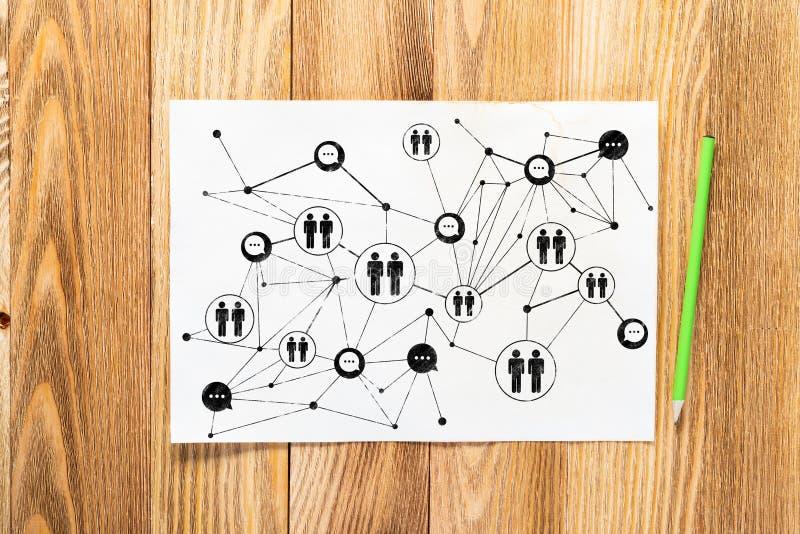 Κοινωνικό χέρι μολυβιών δομών δικτύων που σύρεται στοκ φωτογραφίες