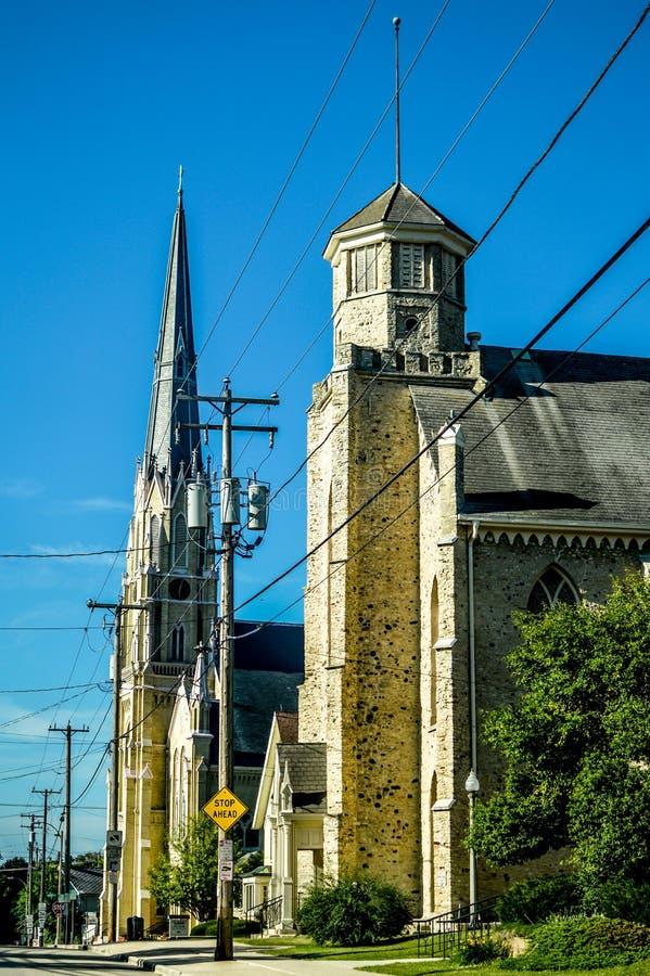 Κοινότητα και σχολείο Αγίου Charles στο στο κέντρο της πόλης Μπέρλινγκτον, WI στοκ φωτογραφία με δικαίωμα ελεύθερης χρήσης
