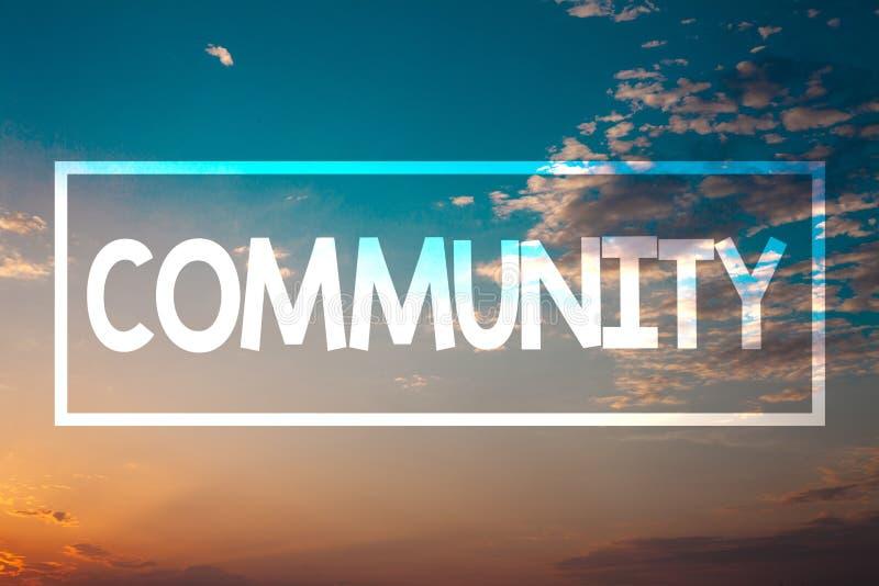 Κοινότητα κειμένων γραφής Έννοια που σημαίνει την μπλε παραλία Οράν ηλιοβασιλέματος ομάδας ενότητας συμμαχίας κρατικών συνεταιρισ στοκ εικόνα με δικαίωμα ελεύθερης χρήσης
