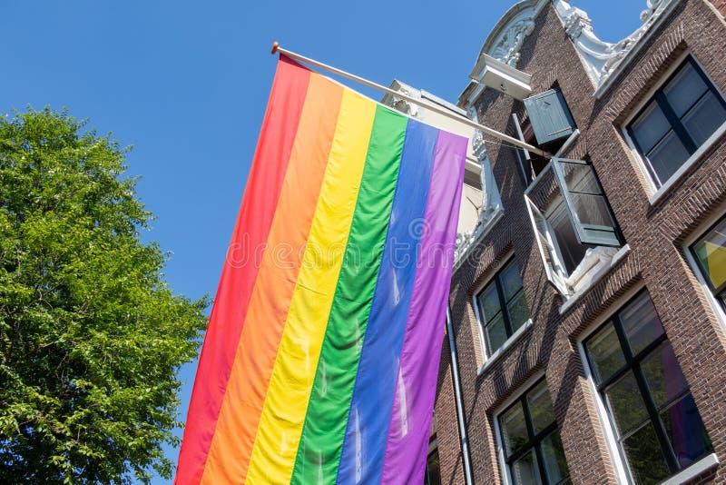 Κοινότητα σημαιών LGBT ουράνιων τόξων να ενσωματώσει το Άμστερνταμ, οι Κάτω Χώρες στοκ φωτογραφία
