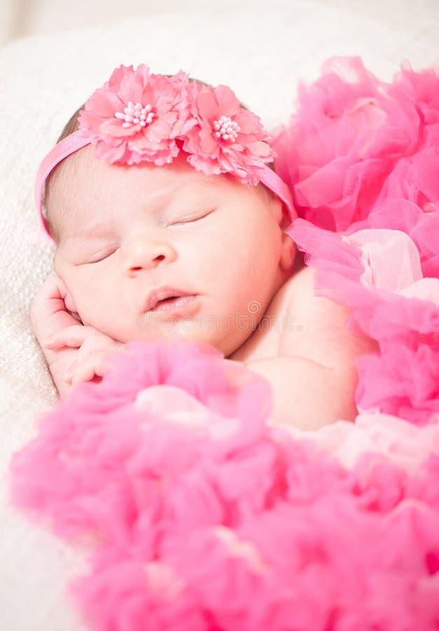 Κοισμένος νεογέννητο μωρό στοκ φωτογραφία με δικαίωμα ελεύθερης χρήσης