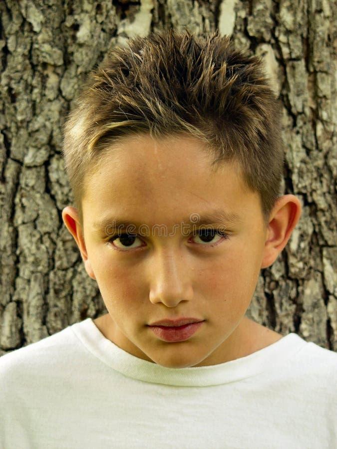 κοιτάζοντας επίμονα έφηβος στοκ φωτογραφία με δικαίωμα ελεύθερης χρήσης
