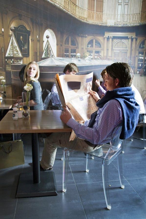 Download κοιτάζοντας κοντινές νε&omi Στοκ Εικόνα - εικόνα από διακόσμηση, αλληλεπίδραση: 13179617