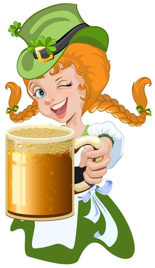 Κοκκινομάλλες κορίτσι leprechaun που κρατά μια κούπα μπύρας γυαλιού ελεύθερη απεικόνιση δικαιώματος