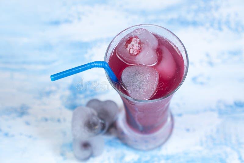 Κοκτέιλ με τον πάγο κατεψυγμένο cocktai φρούτων στοκ εικόνες