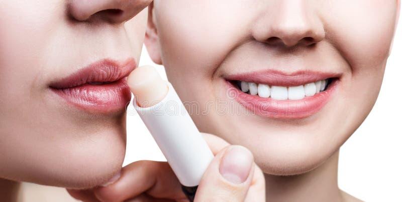 Κολάζ της γυναίκας με το lipbalm και το όμορφο χαμόγελο στοκ φωτογραφίες