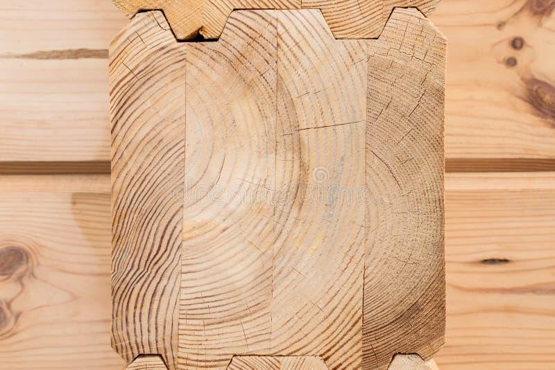 Κολλημένος ξύλο στενός επάνω ξυλείας Ξύλινο υπόβαθρο τελών ξυλείας σιταριού Κολλημένες ακτίνες ξυλείας πεύκων Ξύλο για την οικοδό στοκ φωτογραφία με δικαίωμα ελεύθερης χρήσης