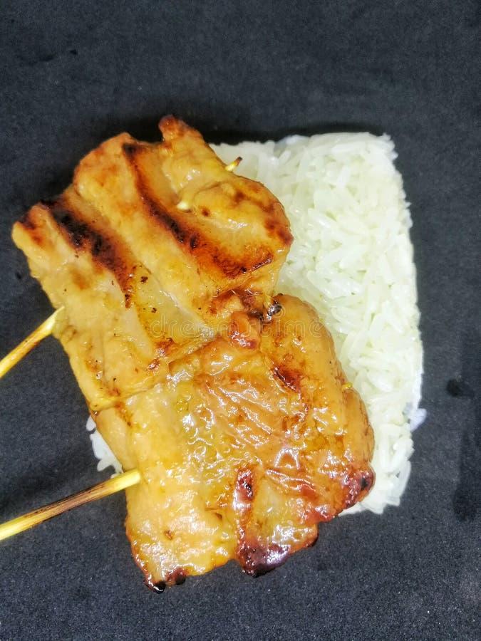 Κολλώδες ρύζι με το ψημένο στη σχάρα χοιρινό κρέας στοκ φωτογραφία με δικαίωμα ελεύθερης χρήσης