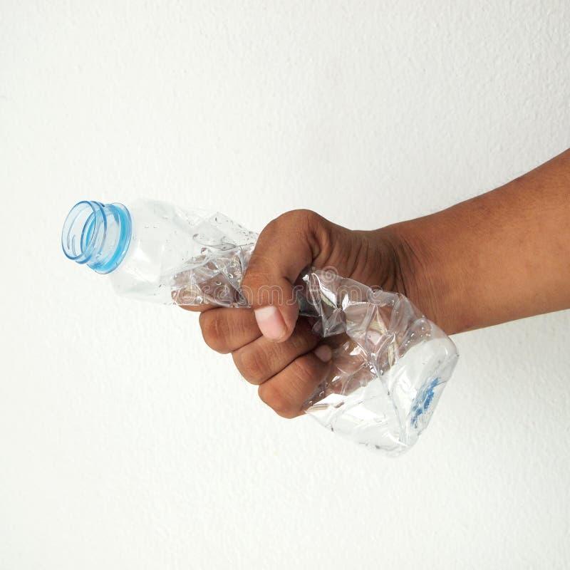 Κολοκύνθη χεριών ένα πλαστικό μπουκάλι στοκ φωτογραφίες
