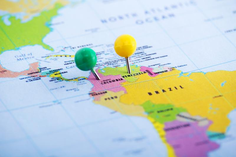 Κολομβία και Βενεζουέλα που καρφώνονται στο χάρτη στοκ φωτογραφίες