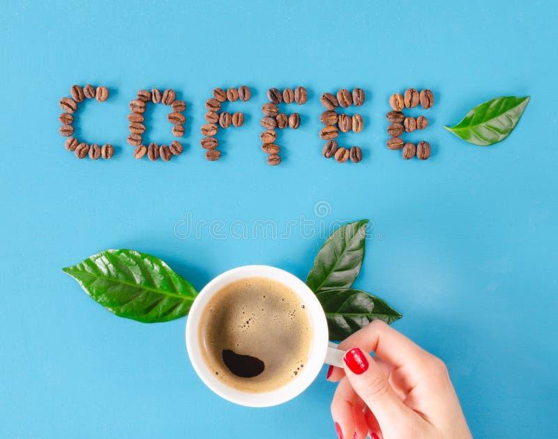 Κολομβιανός καφές με τη διακόσμηση των σιταριών και τα φύλλα του καφέ r στοκ εικόνες