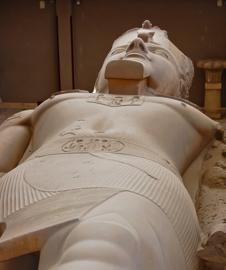 κολοσσός ΙΙ άγαλμα ramses στοκ εικόνα με δικαίωμα ελεύθερης χρήσης