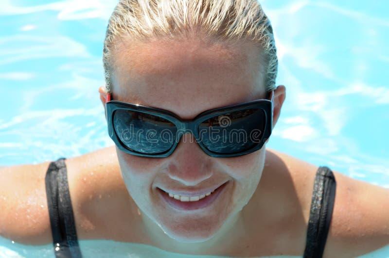 κολυμπώντας γυναίκα στοκ εικόνα με δικαίωμα ελεύθερης χρήσης