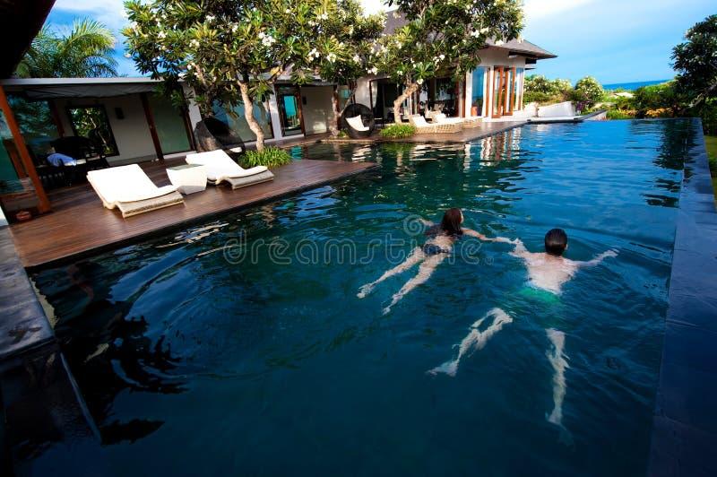 Κολύμβηση ζεύγους στοκ εικόνα