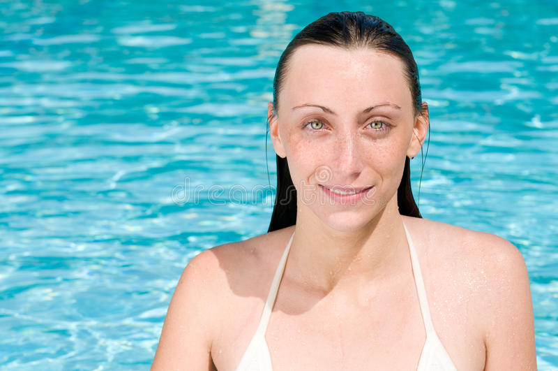 Download κολύμβηση λιμνών κοριτσιώ&nu Στοκ Εικόνες - εικόνα από κοίταγμα, lifestyle: 17051588