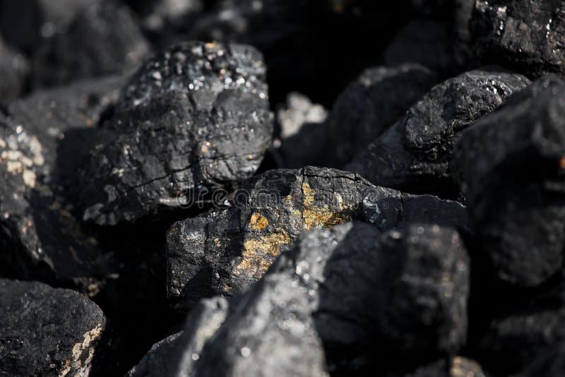 Κομμάτια μεγάλου άνθρακα στοκ φωτογραφία με δικαίωμα ελεύθερης χρήσης