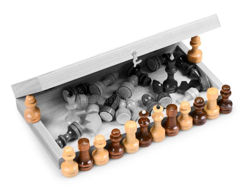 Κομμάτια σκακιού και σκακιέρα στοκ εικόνα με δικαίωμα ελεύθερης χρήσης