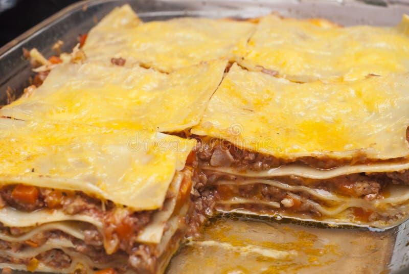 Κομμάτια του εύγευστου lasagna στοκ εικόνες