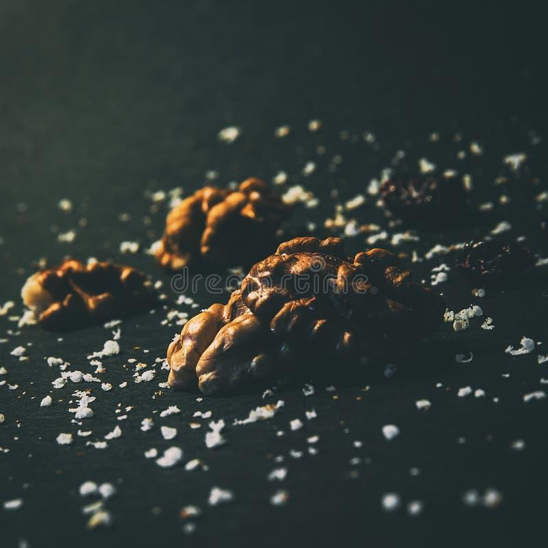 Κομμάτια του ξύλου καρυδιάς στο φως naturla στοκ φωτογραφίες