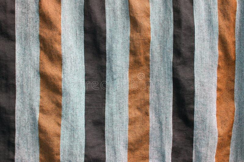 Κομμάτια του υφάσματος ή του καμβά με το σχέδιο λουρίδων στην κάθετη γραμμή στοκ φωτογραφίες
