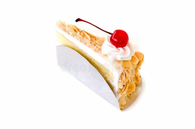 Κομμάτι του κέικ στρώματος στο άσπρο υπόβαθρο στοκ φωτογραφία με δικαίωμα ελεύθερης χρήσης