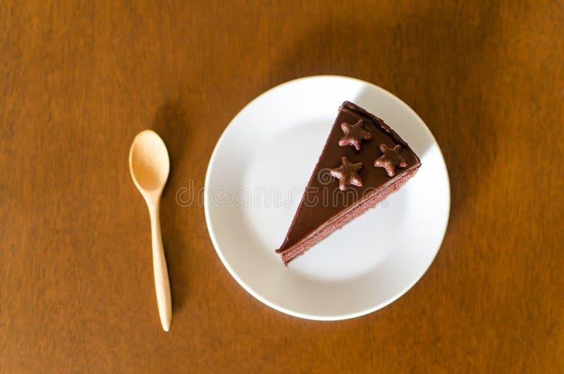 Κομμάτι του σκοτεινού κέικ σοκολάτας στοκ εικόνα με δικαίωμα ελεύθερης χρήσης