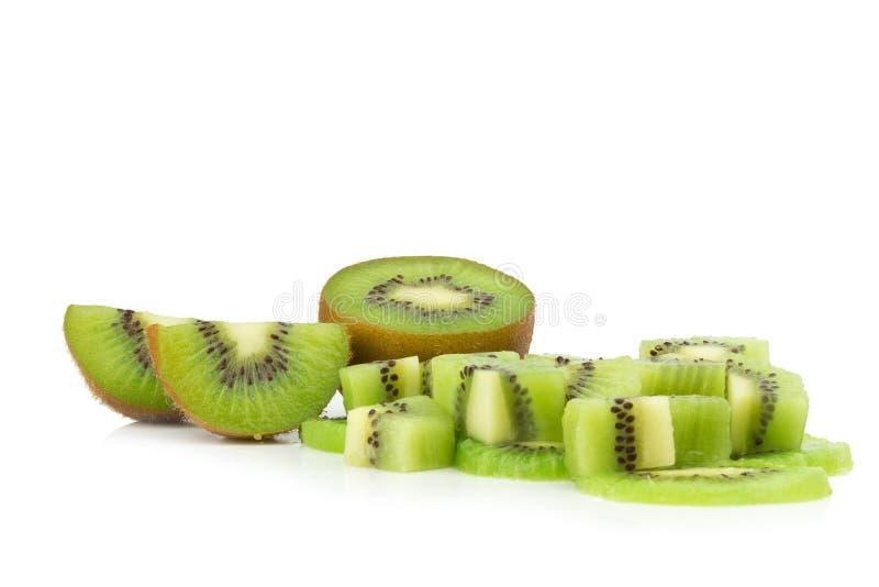 Κομμάτι φρούτων ακτινίδιων φέτα μισός η ανασκόπηση απομόνωσε το λευκό στοκ εικόνες