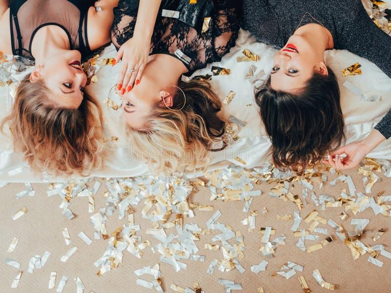 Κομφετί κουτσομπολιού ψιλοκουβέντας θηλυκών κομμάτων πολυσύχναστων μερών στοκ εικόνες