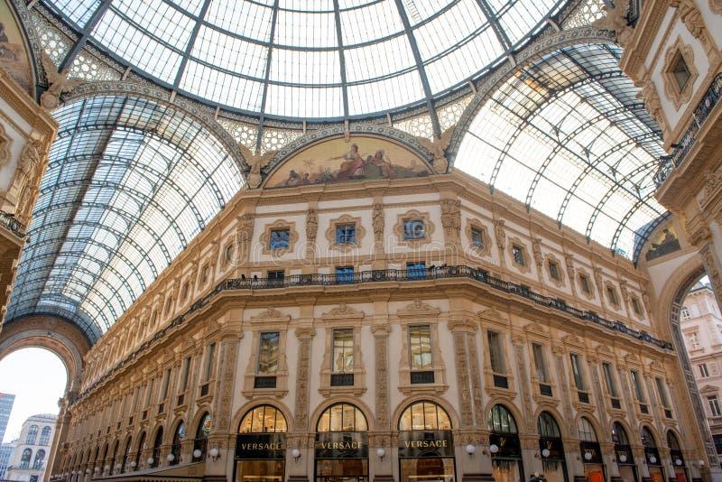 Κομψά καταστήματα σε Galleria Vittorio Emanuele στο Μιλάνο στοκ φωτογραφίες με δικαίωμα ελεύθερης χρήσης